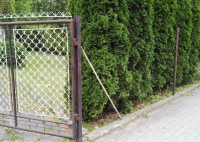 zdemontowane ogrodzenie