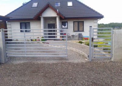 ogrodzenie metalowe i brama przesuwna