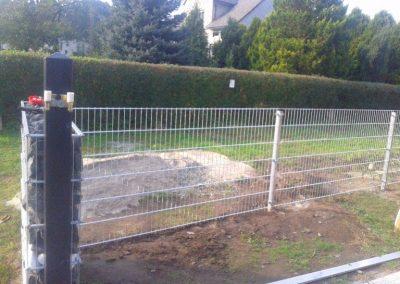 połączenie gabionu i ogrodzenia panelowego