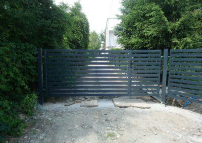 brama palisadowa grafitowa